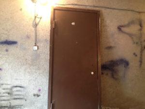 вывезти старую металлическую дверь